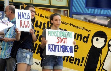 Gegen Aufmärsche der Identitären demonstrieren Antifaschist_innen
