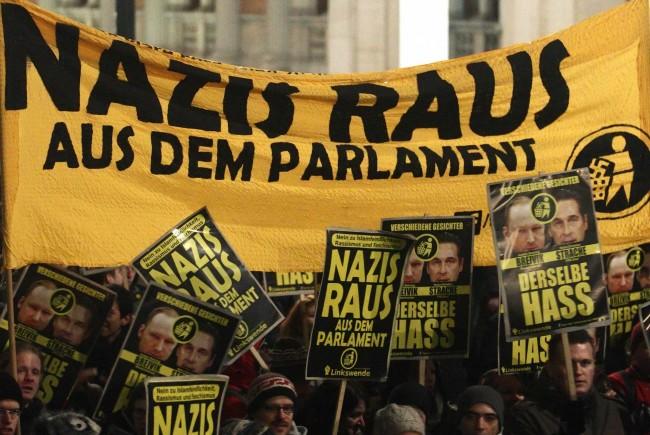 Nazis raus aus dem Parlament. Noch lange keine radikale Forderung, werden die Demonstrierenden schnell ins extreme Eck gestellt