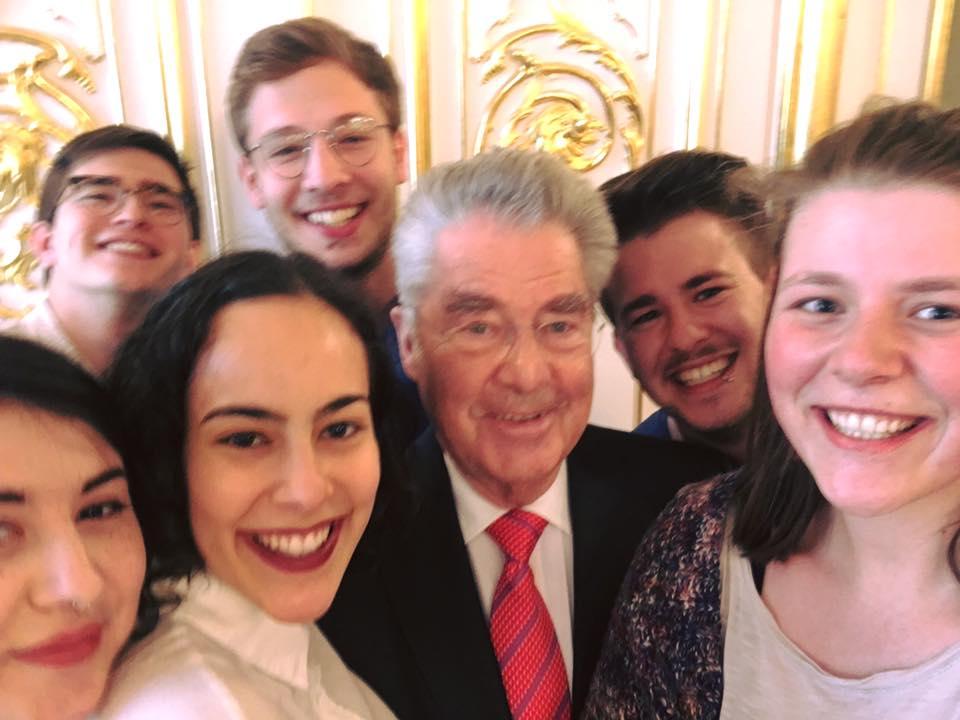 Die AKS bei ihrem Besuch in der Hofburg